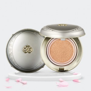 The history of Whoo Gongjinhyang:Seol Radiant White Moisture Cushion Foundation SPF50+ PA+++ 15g*2
