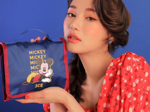 STYLENANDA [3CE X Disney] 3CE Wash Bag_Small 1ea