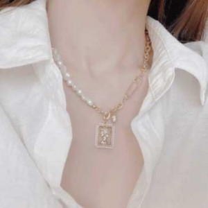 [R] Byladies Queen Object Gold Layered  Necklace 1ea
